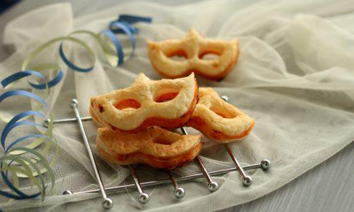 Maschere di pasta sfoglia alla pizzaiola, ricetta di Carnevale