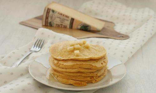 Pancakes salati con il formaggio, ricetta senza uova