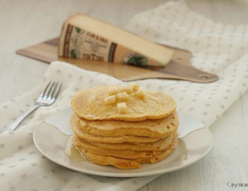 Pancakes salati con il formaggio, ricetta con le uova