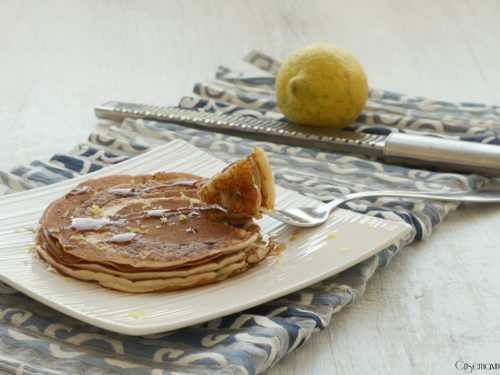 Pancakes allo yogurt al limone, ricetta dolce senza uova