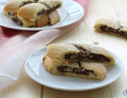 Biscotti di frolla arrotolati alla nutella, ricetta golosa
