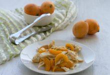 Straccetti di pollo con nespole in agrodolce, ricetta sfiziosa