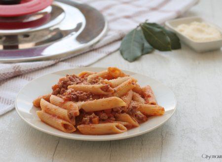Penne con ragù alla bolognese, ricetta con Magic Cooker