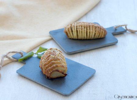 Patate hasselback agli aromi, ricetta gustosa e sfiziosa