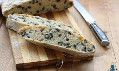 Pane alle olive, ricetta senza impasto a lunga lievitazione