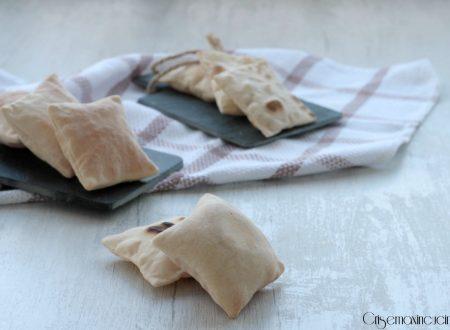 Pane azzimo con farina di farro, al forno e in padella