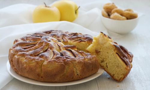 Torta di mele al farro con fichi secchi, ricetta rustica