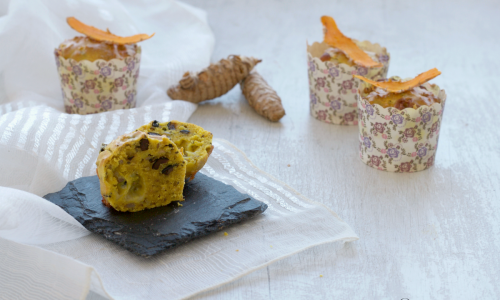 Muffin alla curcuma con olive e provola