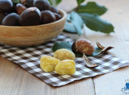 Castagne bollite, ricetta semplice aromatizzata con l'alloro