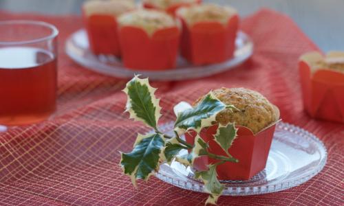 Muffin all'acqua con nocciole e cannella