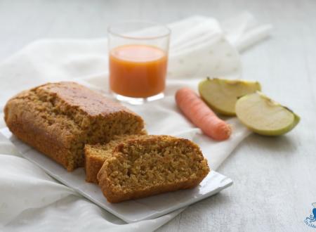 Plumcake vegano con mele, carote e succo di frutta