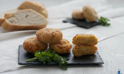 Polpette di pane con il prosciutto, fritte e al forno