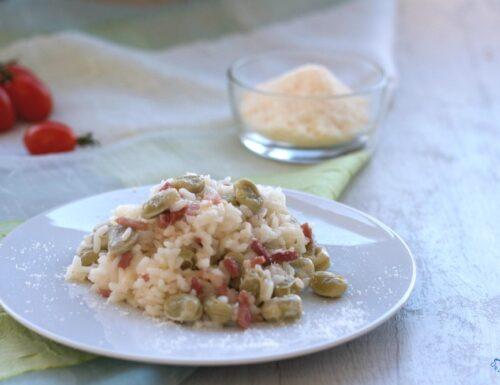 Risotto con fave e pancetta, ricetta facile e gustosa