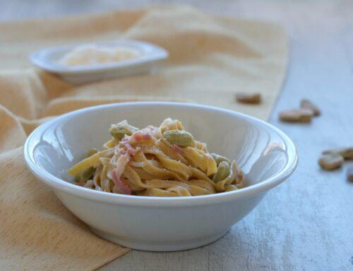 Tagliatelle con fave e pancetta, ricetta facile e gustosa