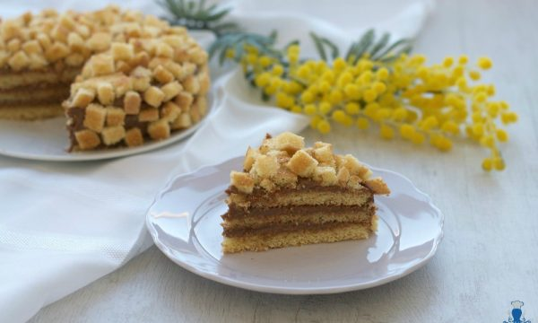 Torta mimosa con crema al cioccolato, ricetta golosa