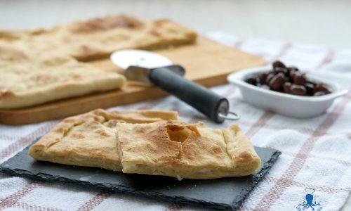 Focaccia con stracchino, pecorino e olive taggiasche.