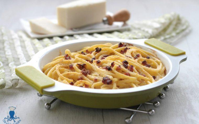 Pasta alla carbonara al forno, ricetta classica rivisitata
