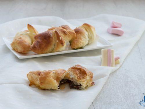 Croissant di sfoglia con nutella e marshmallow, ricetta golosa