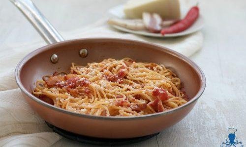 Spaghetti all'amatriciana, ricetta classica della Cucina Italiana