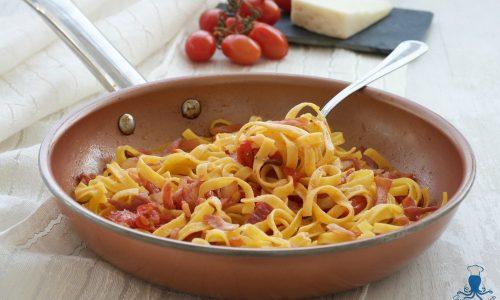 Tagliatelle con guanciale e pomodorini, ricetta facile e veloce
