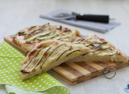 Focaccia con zucchine grigliate e stracchino, ricetta sfiziosa