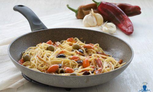 Puttanesca di peperoni, ricetta saporita facile e veloce