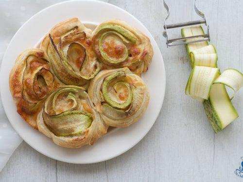 Rose di sfoglia con le zucchine grigliate, ricetta sfiziosa