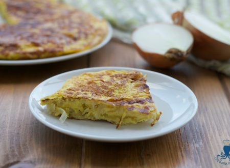 Frittata di cipolle, ricetta sfiziosa di facile e veloce preparazione