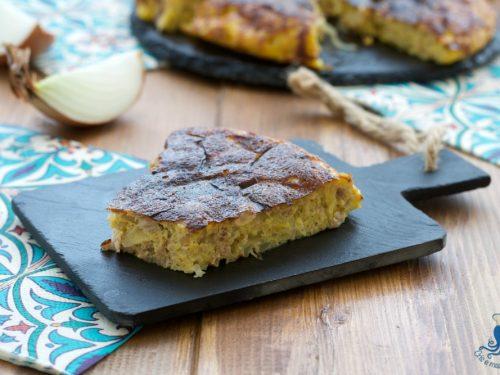 Frittata di cipolle e tonno al forno, ricetta facile e sfiziosa
