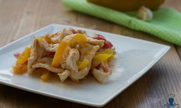 Straccetti di pollo con i peperoni, ricetta facile e veloce