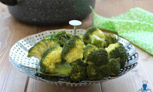 Broccoli al vapore, ricetta base vegetariana  facile e veloce