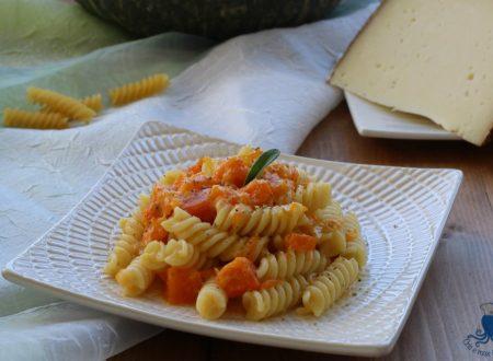 Carbonara di zucca, ricetta facile senza pancetta o guanciale