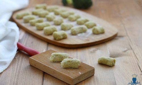 Gnocchi con i  broccoli, ricetta vegetariana senza patate