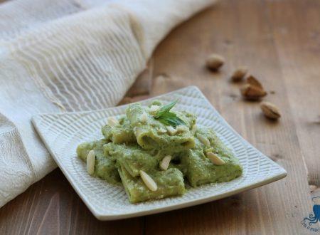 Paccheri con il pesto di broccoli e mandorle, ricetta delle feste