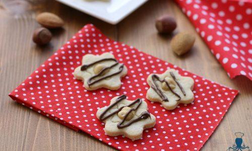 Biscotti di frolla con frutta secca, ricetta facile e golosa