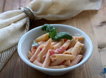 Pasta cremosa con la ricotta e pomodorini, ricetta facile e veloce