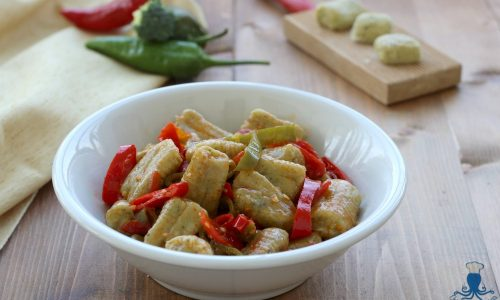 Gnocchi di broccoli con i peperoni, ricetta facile e sfiziosa