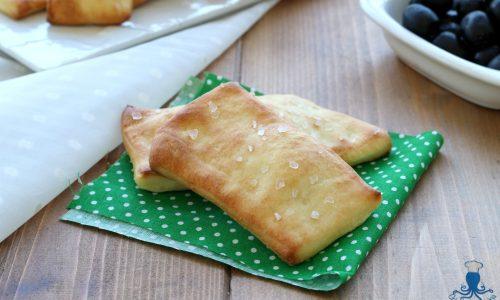 Bocconcini di focaccia al forno, ricetta sfiziosa finger food