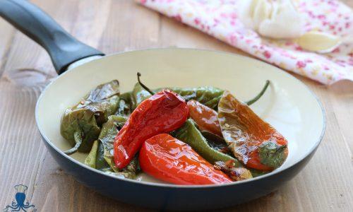 Friggitelli cotti in padella, ricetta vegetariana facile e veloce