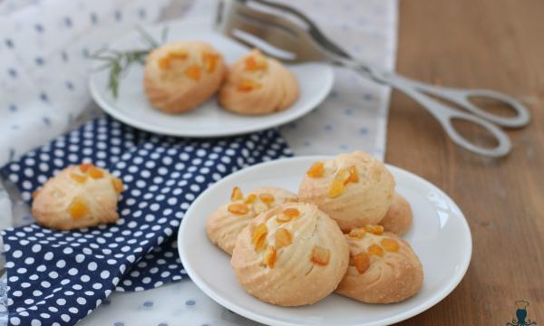 Amaretti con le scorze d'arancia, ricetta con le mandorle