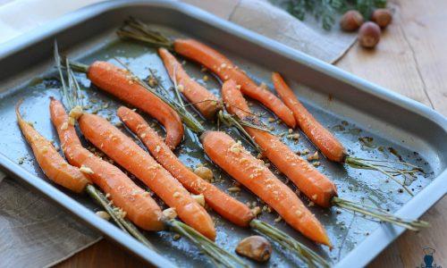 Carote arrostite al forno, ricetta con nocciole e miele