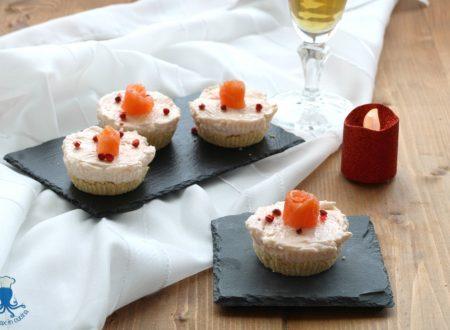 Mini cheesecake al salmone, antipasto raffinato per le feste