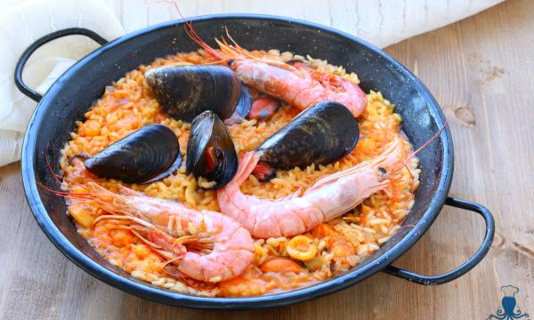 Paella de marisco, primo piatto tradizionale delle cucina spagnola