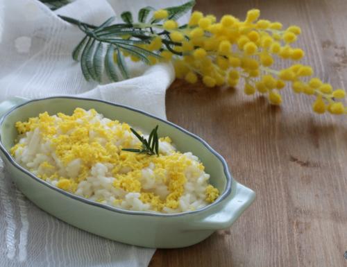 Risotto mimosa, ricetta sfiziosa di facile preparazione e gustosa