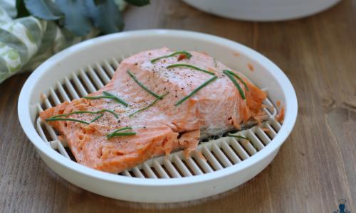 Salmone al vapore, ricetta facile e veloce con il microonde