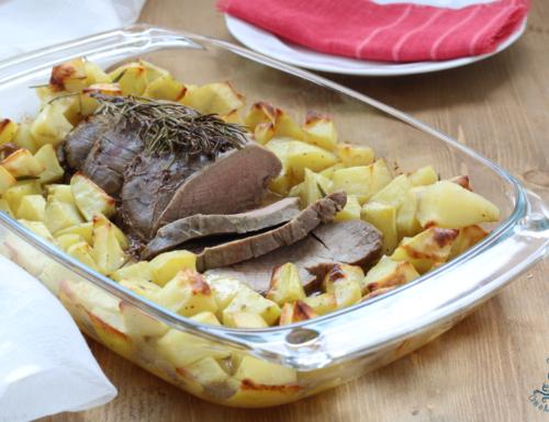 Arrosto al forno con le patate, ricetta tradizionale della festa
