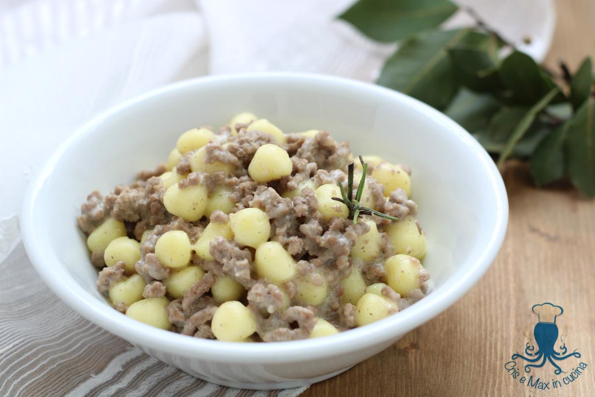 Ricetta Sugo Bianco Per Gnocchi.Gnocchi Con Ragu Bianco E Crema Al Parmigiano Ricetta Raffinata