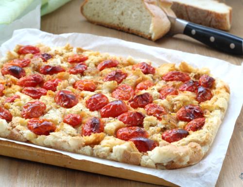 Focaccia con  pomodorini e pane raffermo, ricetta del riciclo