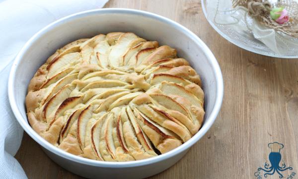 Torta di mele e yogurt greco, ricetta facile senza zucchero