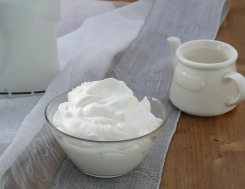 Crema chantilly, ricetta base semplice ideale per farcire dolci